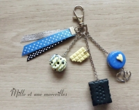Bijoux de sac FIMO biscuit macaron bleu et noir