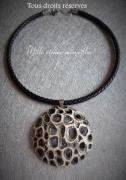 bijoux collier cuir noir et or chic pate polymere : Collier gamme minérale n°13