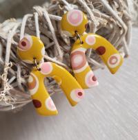 Boucles d'oreilles jaune moutarde pois rose