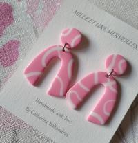Boucles d'oreilles pendantes rose