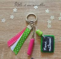 Porte clé FIMO merci maîtresse vert et rose