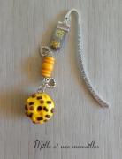 bijoux marque page bijoux de livre idee cadeau fait main : Marque page fimo donuts jaune chocolat