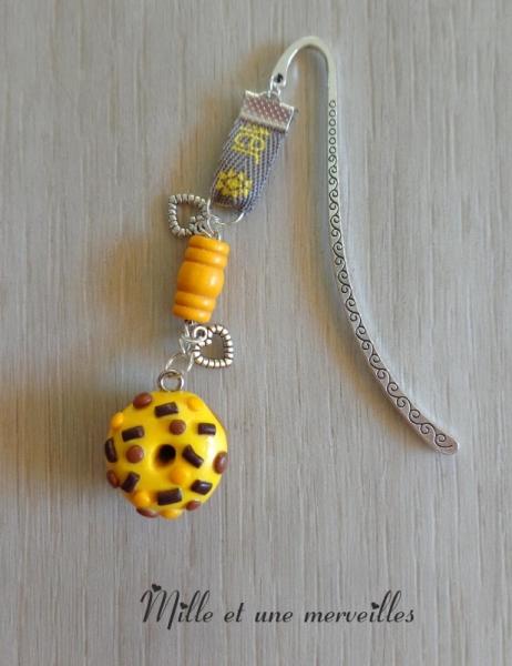 BIJOUX marque page bijoux de livre idée cadeau fait main  - Marque page fimo donuts jaune chocolat