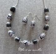 bijoux collier chic modele unique pate polymere parure bijoux : Collier et boules d'oreilles en perles fimo