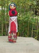 art textile mode personnages ficelle de bouccher laines feutrees papier plisse : La gitane