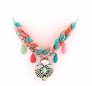 bijoux abstrait collier tresse strass plastron : Collier tressé fleur strass rose saumon vert argent de Chiara B.