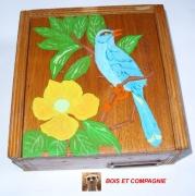 bois marqueterie animaux boite avec oiseau boite de rangement oiseau bleu : BOITE DE RANGEMENT EN BOIS PEINTE A LA MAIN AVEC UN DECOR OISEAU