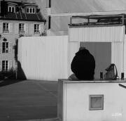 photo scene de genre jjdn photo nice l homme et son : L'homme et son sac de dos