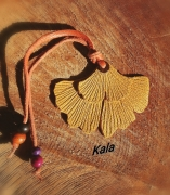 bijoux marque page ginkgo cuir graines bois : Marque page cuir Ginkgo jaune