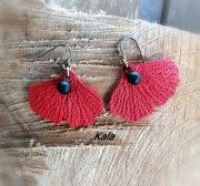 bijoux autres gingko cuir rouge onyx noire mate : Ginkgo cuir rouge  Agate noire