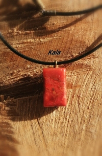 Collier  cuir Corail rouge rectangle