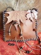 bijoux petite sacpochette cuir de veau feuilles d erab : Petit sac/pochette tout cuir Feuilles d'érable cornaline