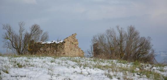 PHOTO ruine plateau ardéchois neige Paysages  - Ruine sur le plateau Ardéchois