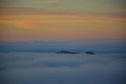 photo paysages aube ciel : Relief submergé par les nuages