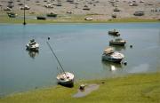 photo dinard bretagne maree basse bateaux : Marée basse au port de Dinard