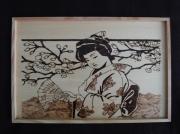 bois marqueterie personnages pyrogravure asie geisha japon : La geisha à l'eventail