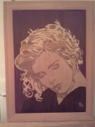 bois marqueterie personnages : Kim Wilde 2