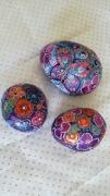 deco design animaux papillon oiseau fleurs peinture sur galet : papillons au jardin vendu