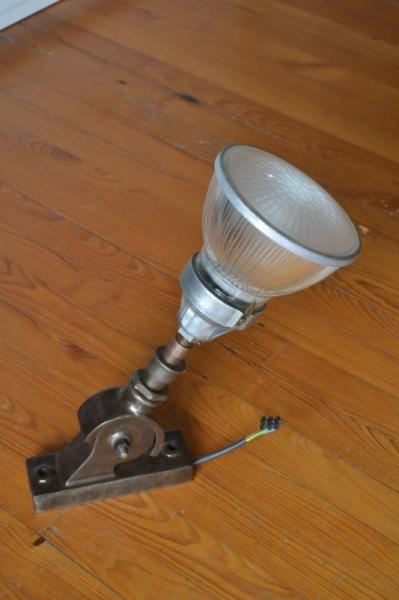 DéCO, DESIGN LAMPADAIRE LAMPES APPLIQUE INDUSTRIEL  - APPLIQUE ATELIER Réf. AK140325