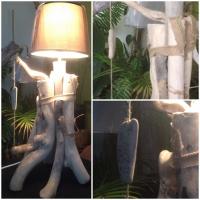 Lampe bois flotté sur pied