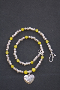 Collier pendentif coeur jade teinté jaune
