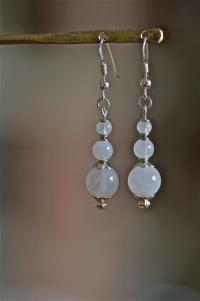 Boucles d'oreilles en argent 925 et pierre de lune irisée