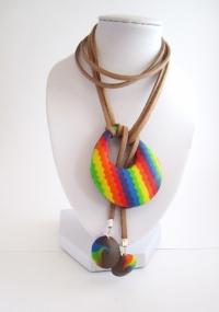 Collier rainbow ajustable, sans fermoir, en pâte polymère et sué