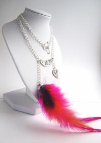 Collier longue plume rose et petite plume en métal