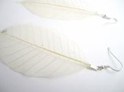 bijoux : Boucles d'oreille feuille blanche tissée, très légère