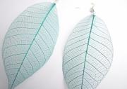 bijoux : Boucles d'oreille feuille verte tissée, très légère