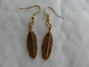 bijoux autres bijoux fantaisie boucles d orei plume doree : boucles d' oreilles