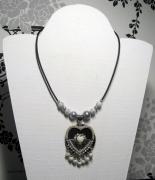 tableau autres collier coeur noir blanc : collier coeur