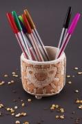 deco design portecrayon pot ceramique decoration maison organisateur de bure : Porte-crayon en terre cuite blanche rouge