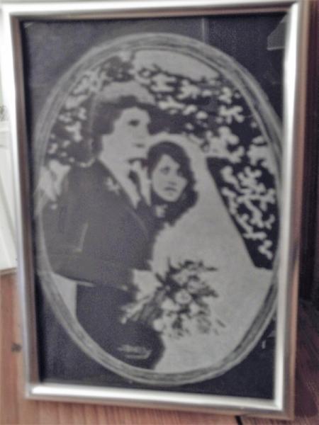 CéRAMIQUE, VERRE Gravure sur verre bichromie mariage porte-photo Personnages  - 16-10 -1982
