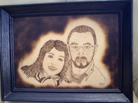BOIS, MARQUETERIE pyrogravure médium bois Personnages  - Steven et Alexia