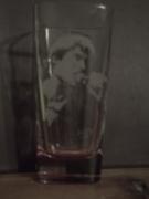 ceramique verre personnages gravure verre bichromie ,a boire : Verre Johnny