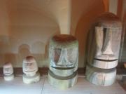sculpture : moai