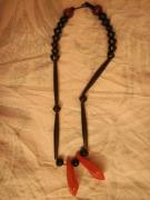 bijoux autres collier noir rouge afrique : Afrique