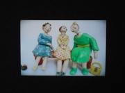 sculpture personnages femme banc vetement sac : La Popote