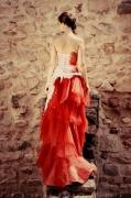 photo personnages robe rouge femme chateau : Portrait   Isylle