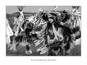 photo personnages lakotas oglalas powwow amerique : Pow-wow. Danse pour la survie d'une culture