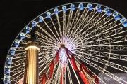photo architecture couleurs lumieres manege grande roue : Rencontre d'édifices symboliques