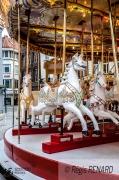 photo villes art forain couleurs manege chevaux de bois : Solitaires