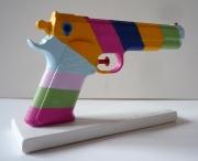 autres nature morte revolver couleurs meuris acrylique : oeuvre a deux balles