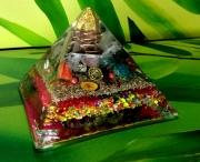 autres : Orgonite Pyramide