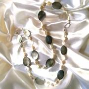bijoux autres sautoir 98 cm perles d eau do nacres grises haute couture : Sautoir perles d'eau douce 98 cm ,nacres grise, boules et f