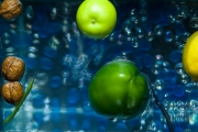 photo fruits fruit legume eau aquarium : Fruits dans l'eau