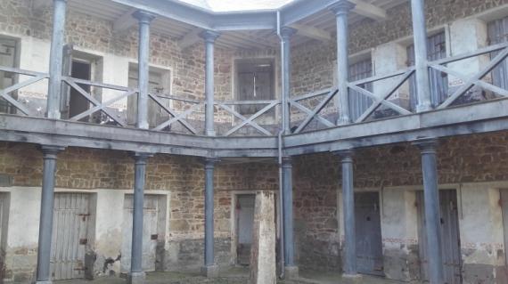 PHOTO Poteau d'exécut Prison Scène Guingamp Architecture  - Le poteau d'exécutions... ,scénographie