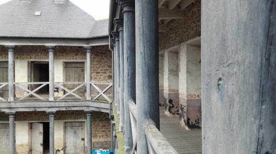PHOTO Prison Portes Cellules Ancien Architecture  - Rien que des cellules...