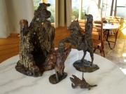 sculpture scene de genre cheval homme bete murs : Chasser la bête
